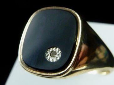 DIAMOND SET SIGNET RING