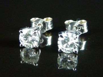 0.64CT WHITE GOLD DIAMOND STUD EARRINGS