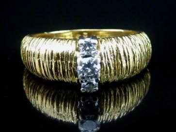 3 STONE DIAMOND RING 18CT