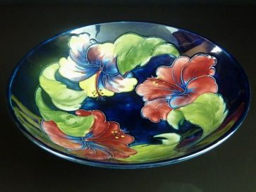 MOORCROFT HIBISCUS FOOTED BOWL