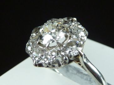 9 STONE DIAMOND 18ct & PLATINUM RING