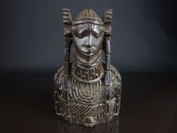 CARVED NATIVE WOODEN HEAD