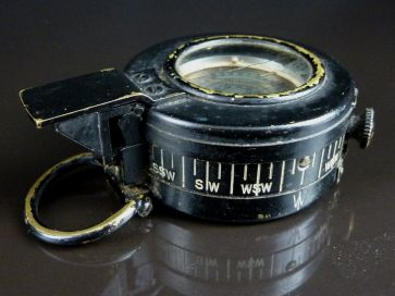 WWII MILITARY PRISMATIC COMPASS