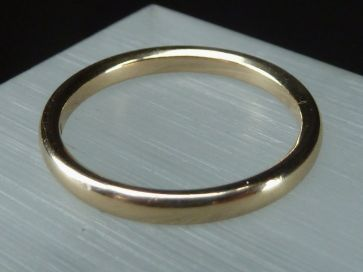 9CT GOLD BAND RING