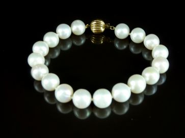 14ct GOLD PEARL BRACELET