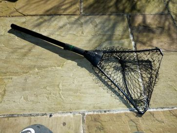 RETRACTABLE LANDING NET