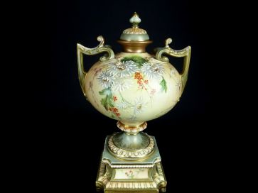R. WORCESTER 2 HANDLED LIDDED URN