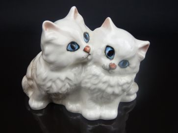 BESWICK WHITE PERSIAN KITTENS #1316