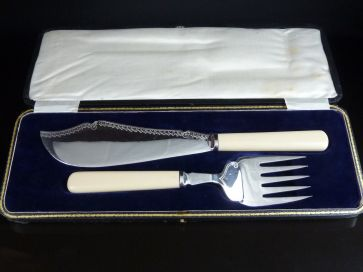 CASED SILVER PLATED FISH SERVERS