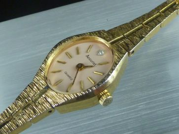 ACCURIST GOLD TONE LADIES WATCH
