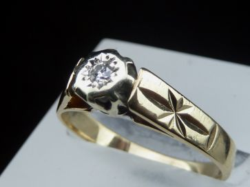 DIAMOND 9K GOLD RING