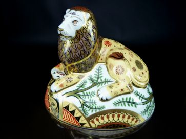 ROYAL CROWN DERBY NEMEAN LION