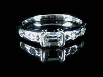 18K BAGUETTE DIAMOND RING