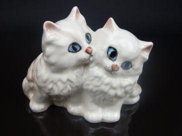 BESWICK WHITE PERSIAN KITTENS #1316