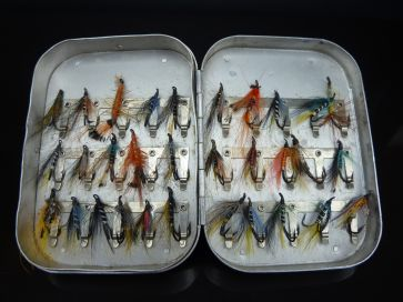 VINTAGE WHEATLEY FLY BOX & FLIES