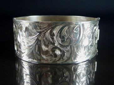ANTIQUE SILVER BANGLE 1914